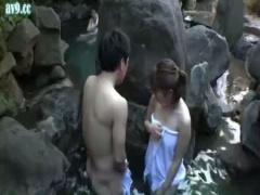 混浴温泉でご一緒したたまらん豊満美人な爆乳人妻さんたちと露天で青姦露...