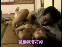 実の娘の溢れ出る母乳を飲みながら、暴れる娘を強姦する父親