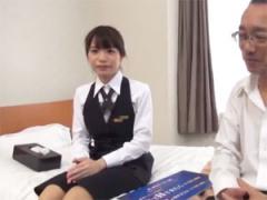 高級ホテルで働く美人ホテルウーマンが宿泊客の中年男性と1発10万円の連続...