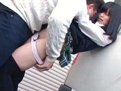 電車で痴漢師にクリを酒で刺激された女子校生! クリトリスが火照って大失...