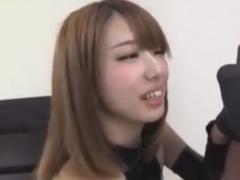 ボンデージ白ギャルの手コキフェラチオぜめで強制射精させられるM男動画