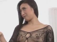 全身網タイツ痴女の亀頭責め手コキで男の潮吹きをさせられるM男動画