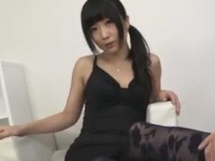 痴女の網タイツ素股とベロチュー手コキで強制射精させられるM男動画