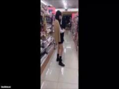学校帰りの女子校生制服スカートの中を徹底的に盗撮する