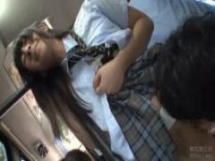 朝の満員バスの中でおとなしそうな制服女子校生に痴漢しまくる