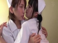 ナース 女医に薬を塗られ発情する人妻の看護婦さんたち。アナルに指を二本...