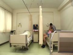 素人 彼女の友達とお見舞いに来た病院でNTRセックス