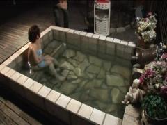 奥様を貸し切り風呂で浮気させてそれを覗く変態な夫www