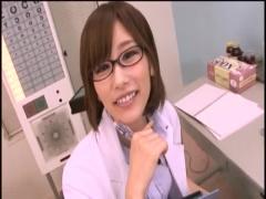 メガネの美少女OL女教師の、絵色千佳の中出しぶっかけフェラ企画コスプレ動画