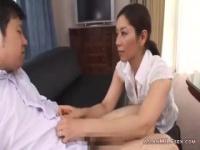熟女動画 包茎のおちんちんをフェラで優しく剥いてくれる美熟女