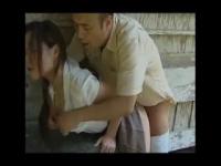 ヘンリー塚本 田舎に住む不倫カップルは小屋で待ち合わせて青姦セックス