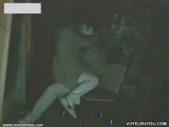 公園のベンチでヤっちゃう素人カップルを盗撮 フェラ 彼女 彼氏