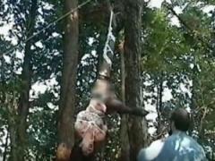 SM 素人お姉さんが麻縄で緊縛拘束状態で野外に吊るされて調教プレイ! ! 乳...