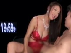 M男を両手拘束ローション手コキで強制射精させる痴女動画
