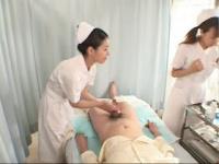 熟女動画 やさしい熟女ナースが患者さんのちんこを手コキで射精させる
