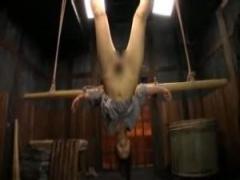 木製ディルドで昔SMプレイを再現! 逆さ吊り緊縛熟女!