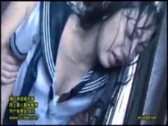 JK凌辱 濡れ透けたセーラー服のjk辻本杏がどしゃ降りの雨の中でレイプされ...