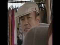 ヘンリー塚本 変態プロデューサーがグラドルを撮影中、バスの中で犯す鬼畜...