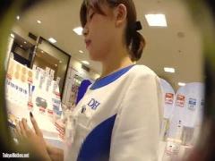 個人撮影 清楚なショップ店員のパンチラ盗撮 素人