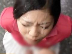 大量顔面発射。待ち構える娘の顔に多量のスペルマを放出