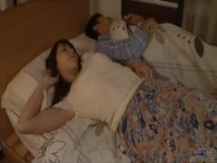 泥酔爆睡中に無防備な姿で眠ている息子の嫁に夜這いし2度中出しする義父
