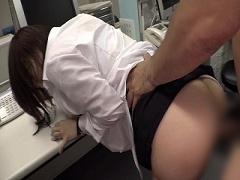 会社で残業中に男性社員に襲われてSEXで犯される女子社員
