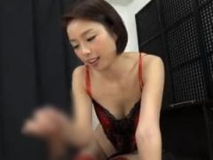 セクシーランジェリーのスレンダー痴女がM男を淫語手コキ抜き!