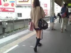 パンチラ スカートめくり! 可愛い制服JKちゃん数名のミニスカパンチラ盗撮!