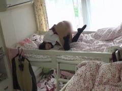盗撮 女子寮でルームメイトがいない間にオナニーに耽ける女の子
