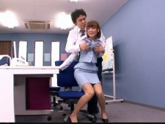 夜のオフィスで変態上司と美人OLが2人きりな状況だとやっぱりこうなるよな...