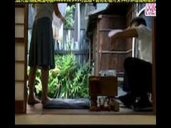 ヘンリー塚本 巨乳人妻が村の談合の時に家の階段でセックス