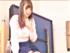 AV女優の上原亜衣 白パンティーパンチラのヤリマンビッチ○○美巨乳美少女女...
