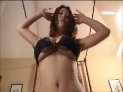 着エロ 過激イメージビデオで爆乳女がおっぱいを揺らしまくりでポロリ寸前...