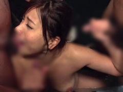 混浴露天風呂に入ってきた女子大生が男たちの餌食にされ輪姦!
