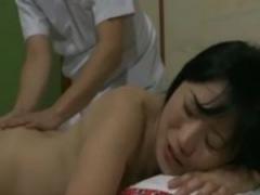 巨乳熟女、夫の指示で盲目のマッサージ師にSEXを持ちかける