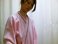 盗撮 健診の着替えを変態な医者に隠し撮りされたピンク乳首のお姉さんw