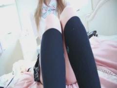 着エロ 19才と若い洋の美少女スレンダーJK! プリ尻で美尻とくびれがエロい...