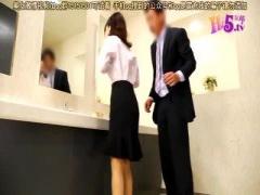 透明人間が女子トイレに侵入 勝手にえっちないたずらされちゃうOL 巨乳 スーツ 制服