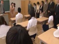 みんなの目の前で全裸にされ公開セックスさせられちゃう学生 授業