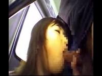 電車でパンストを脱がされ手マン痴漢を受けて必死に耐える爆乳娘