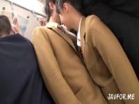 普段は真面目な制服娘が電車の中で同級生を誘惑w痴漢プレイで性欲解消w