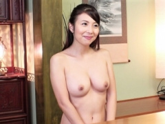 五十路熟女 この美貌でなんと52歳 溢れそうな乳房が振り乱れる全裸生活
