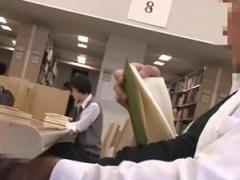 図書館で声も出せず糸引くほど愛液! 狙われたショートカットwww