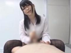 メガネ痴女ドクターが淫語手コキで大量射精させる!
