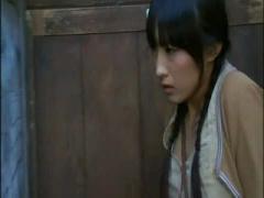 ヘンリー塚本 公衆便所で肉便器にされてしまうおさげの田舎娘