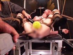 M字開脚で拘束台に緊縛拘束された美巨乳M女が改造電マとドリルバイブでク...