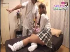女子校生がオイルマッサージで痙攣しながら大量潮吹き!