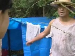 息子に犯され、ホームレス男に汚いテントの中で抱かれる淫乱美熟女
