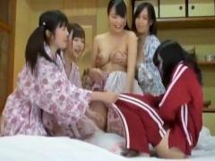 JKが旅館で女同士でイチャイチャでジャージや浴衣姿から巨乳爆乳が露わに!...
