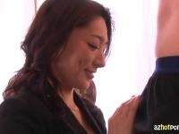 美熟女フェラチオで口内発射ザーメンを嬉しそうにごっくんしちゃってます
